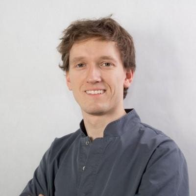 lekarz dentysta Maciej Kurzyński