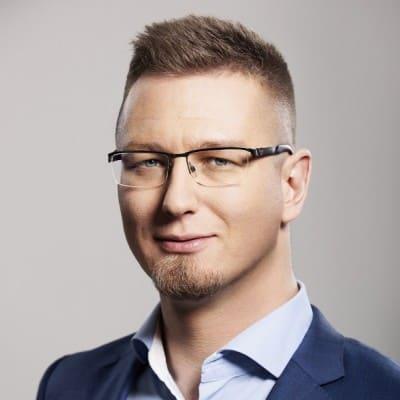 lekarz dentysta Bartłomiej Karaś